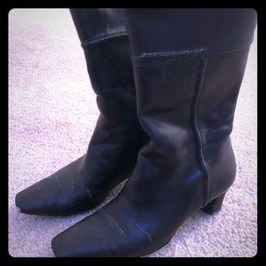 Black boots medium length